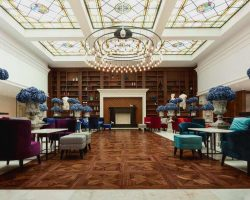 astor-garden-hotel--lobby_optimized (1)